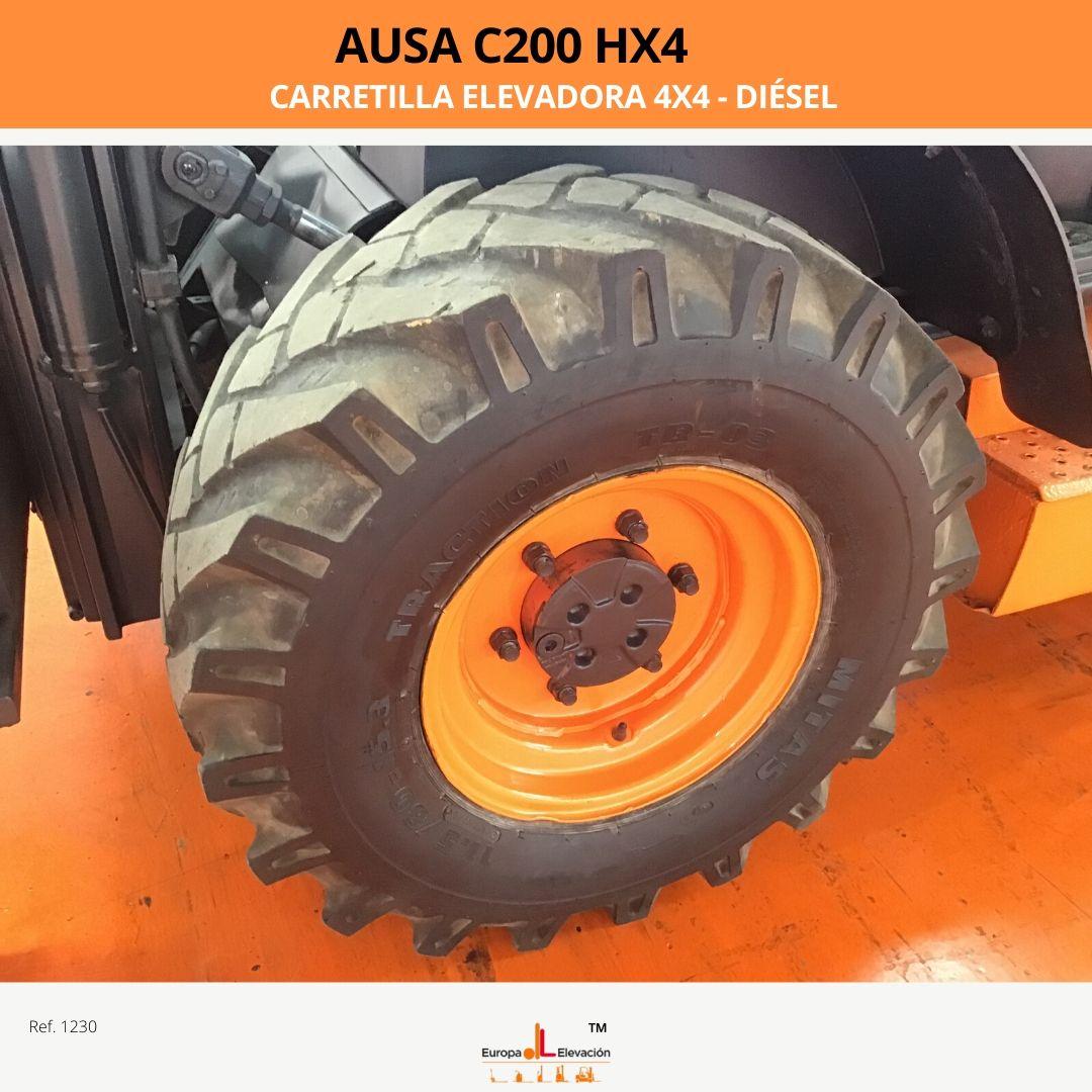 Carretilla Elevadora 4x4 diésel Ausa c200 hx4. Ruedas delanteras al 90%. Ruedas traseras NUEVAS. Tiene mástil tríplex con desplazador y elevación libre que alcanza los 3.550 mm. Capacidad de 2.000 kg. Año 2008. 5.000 horas de trabajo.